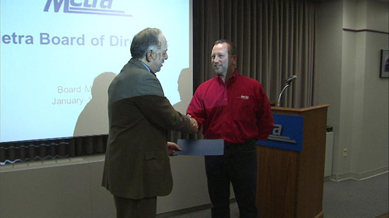 Good Samaritan honored for rescuing woman stuck on Metra tracks