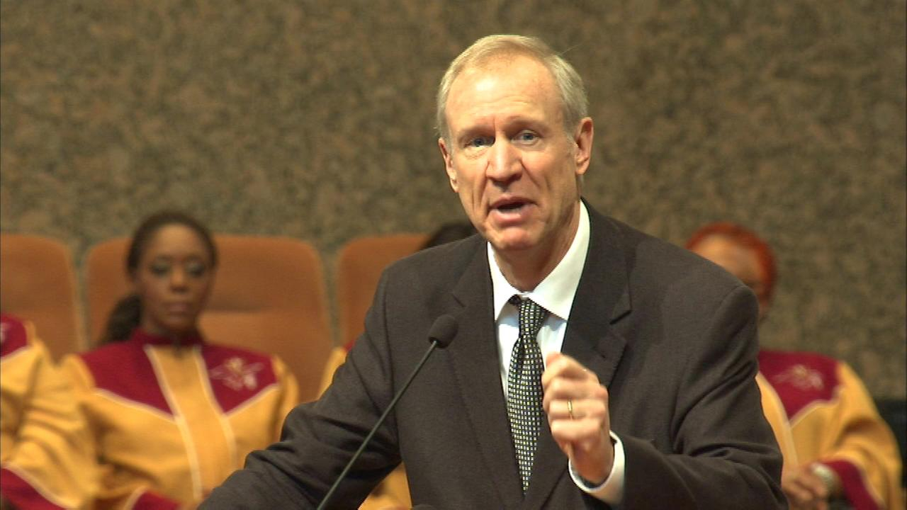 Governor Bruce Rauner wrapped up his first weekend since taking office by attending a church service in south suburban Matteson.