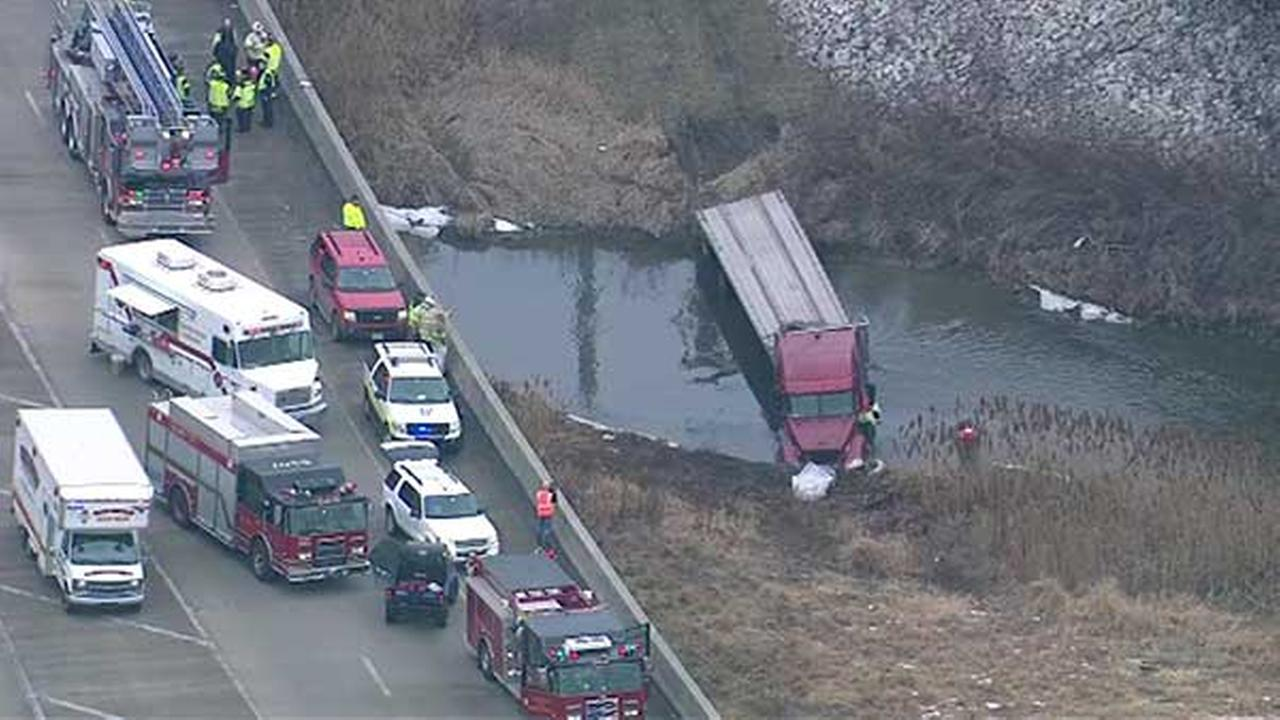 Crews work to remove semi-trailer from pond near I-94, Route 394 in South Holland
