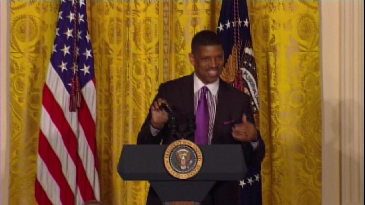 Sacramento Mayor Kevin Johnson played the familiar Bulls theme on his cell phone to introduce President Obama at the White House.