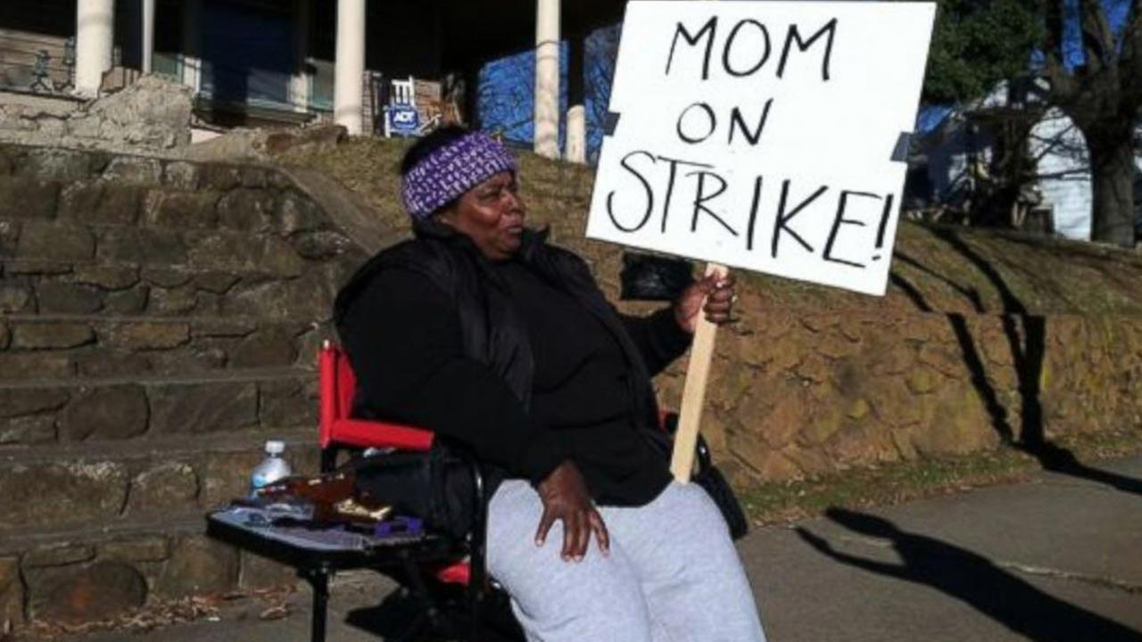 Mom goes on strike against 'disrespectful' daughters