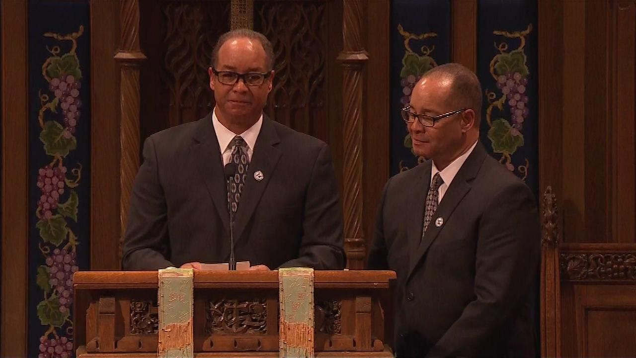 Joey and Jerry banks, the twin sons of Ernie Banks, speak during his memorial service.