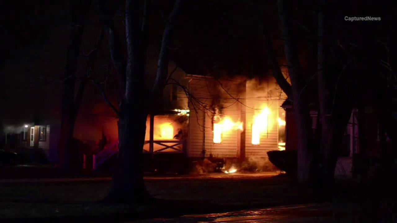 A string of structure fires in Gary, Ind. has authorities baffled Saturday night.