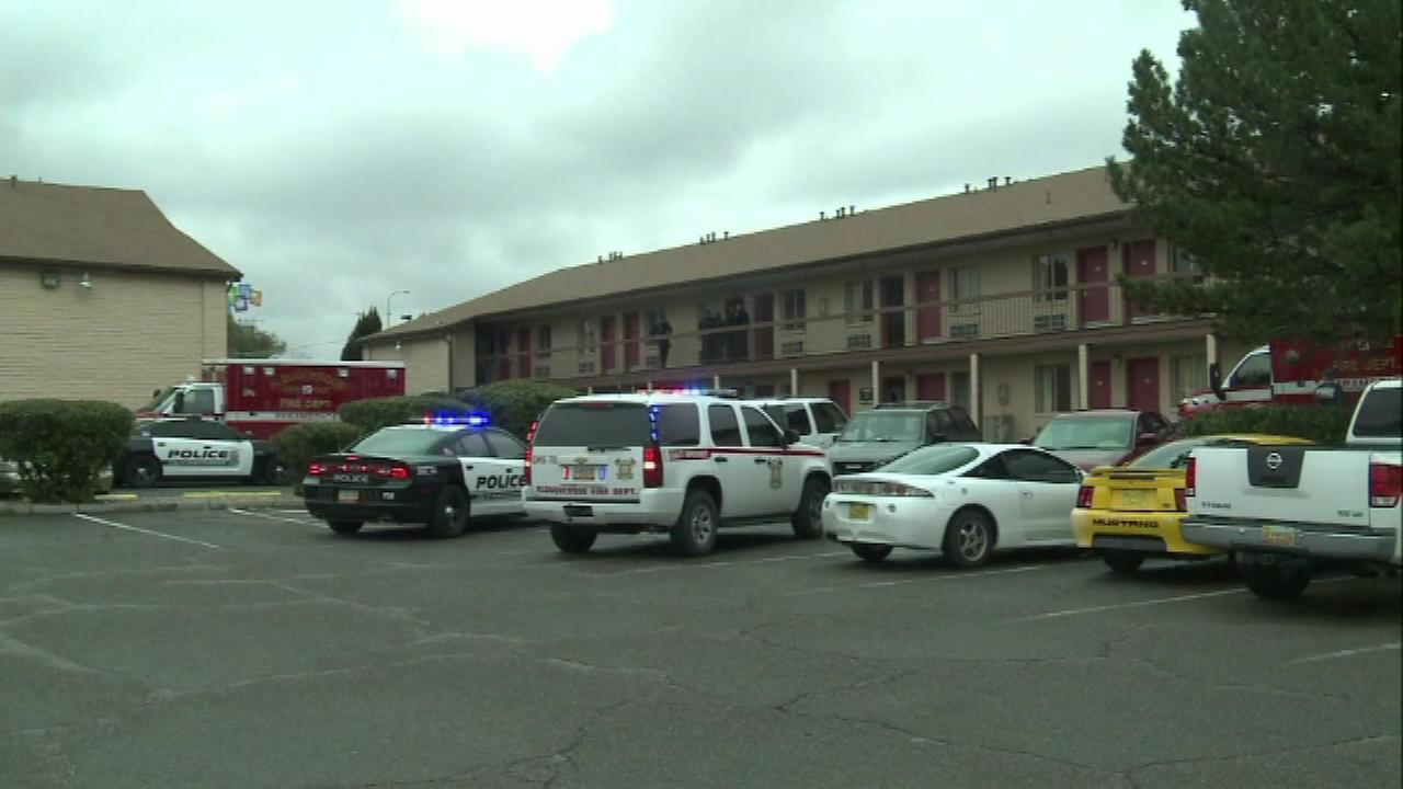 Toddler wounds both parents with 1 shot from handgun at Albuquerque motel