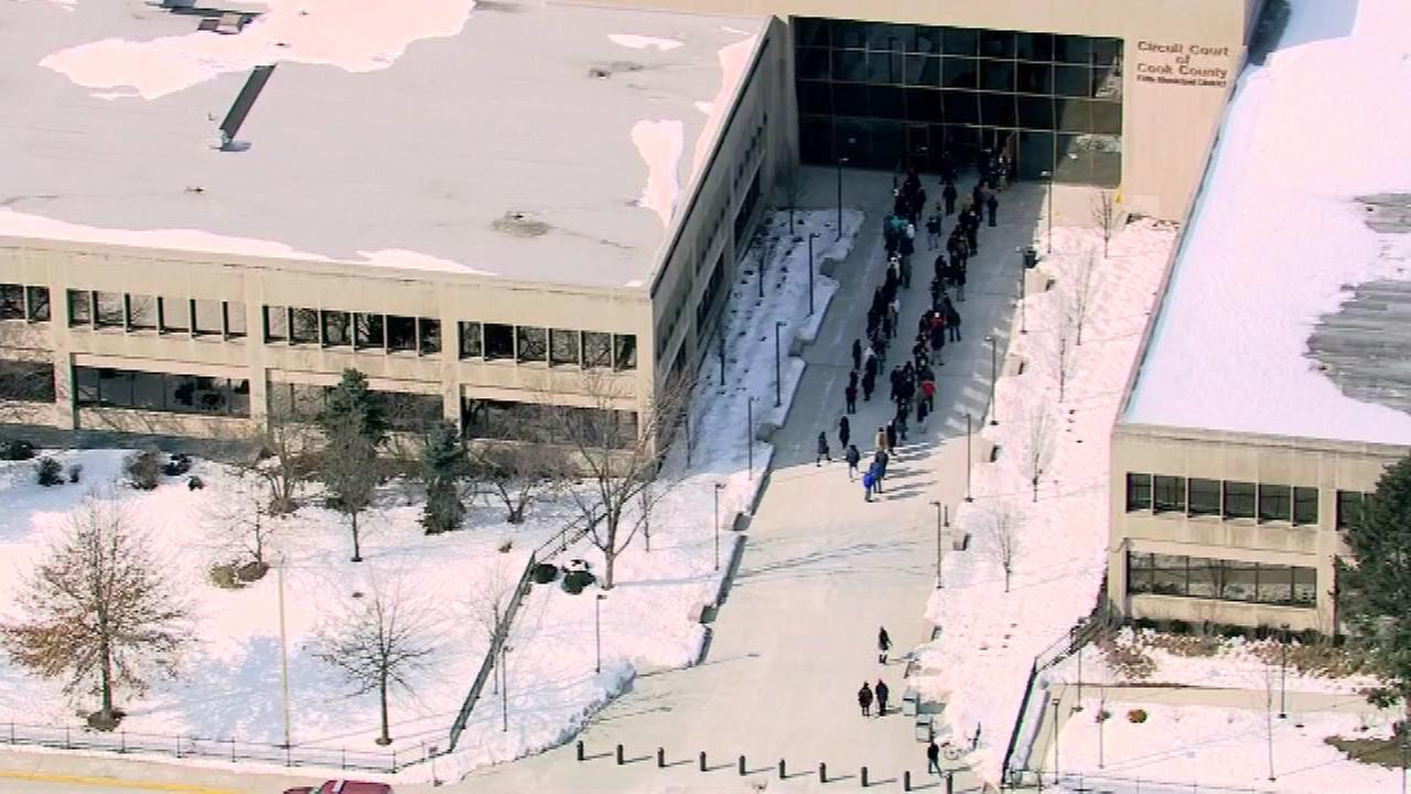 Cop injured when gun accidentally goes off at Bridgeview courthouse