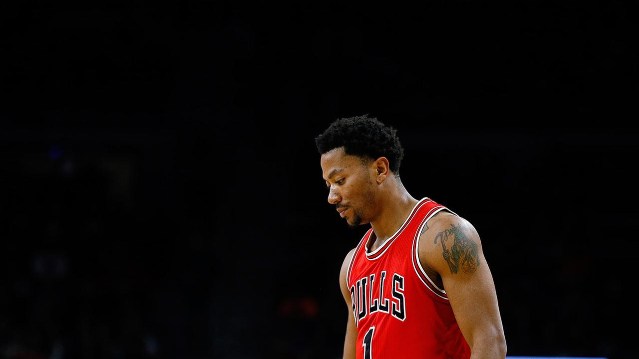 Chicago Bulls guard Derrick Rose waits during a free throw against the Detroit Pistons in the first half of an NBA basketball game in Auburn Hills, Mich. on Feb. 20, 2015.