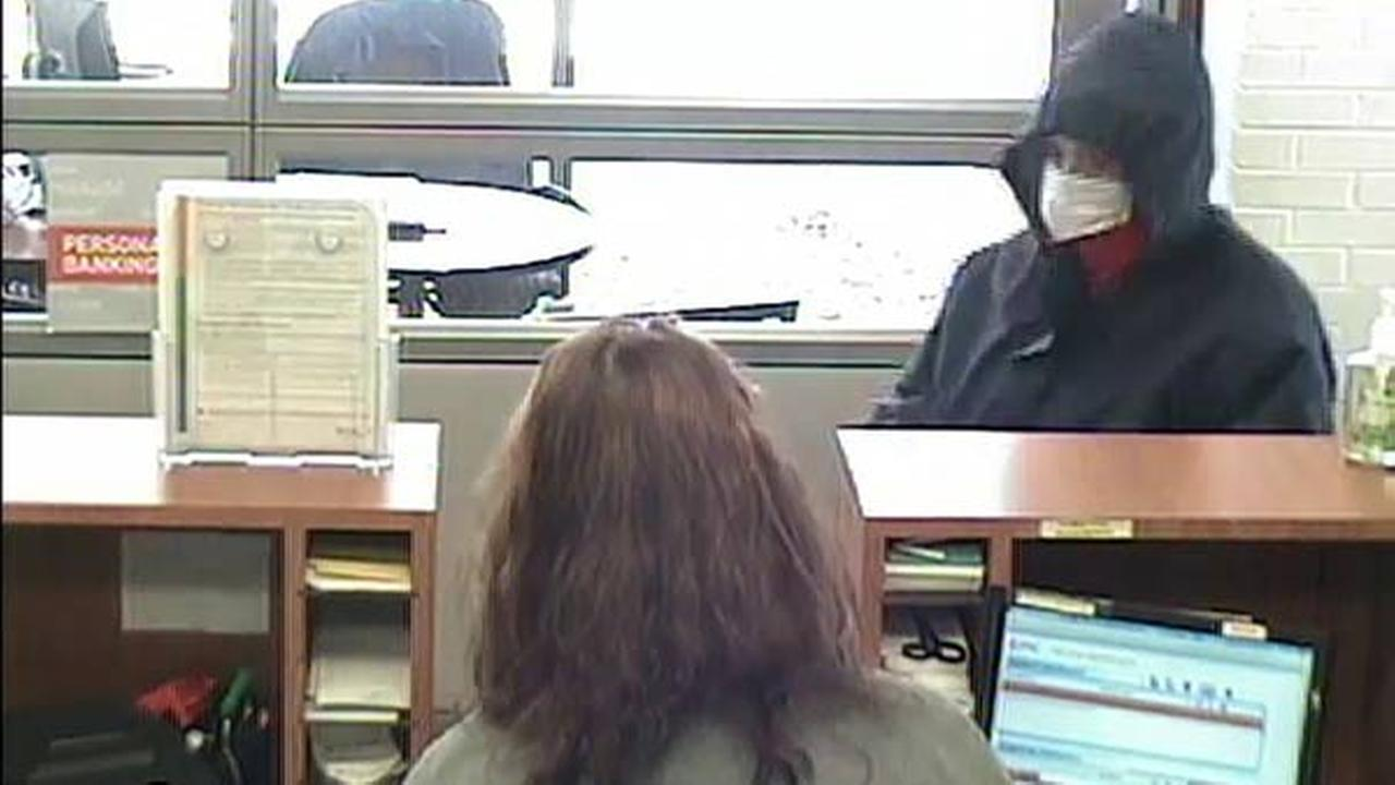 Police search for suspect in Fox Lake bank robbery