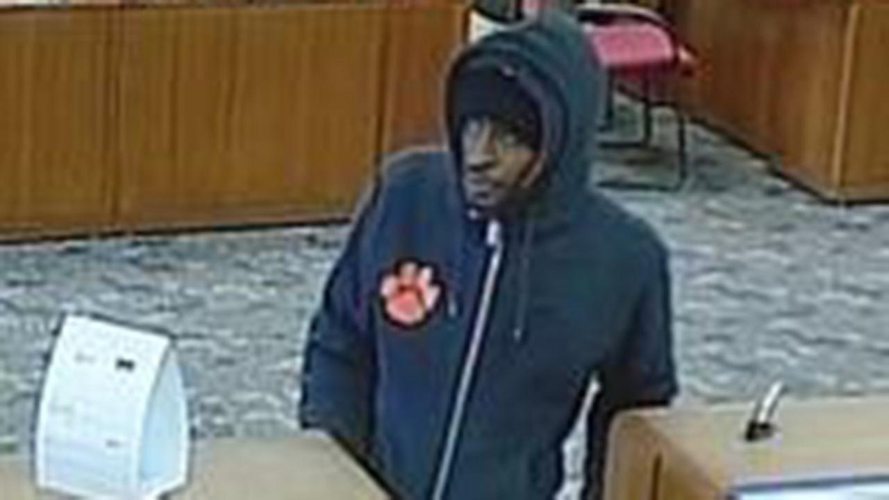 FBI searching for suspect in Hometown, Chicago armed bank robberies