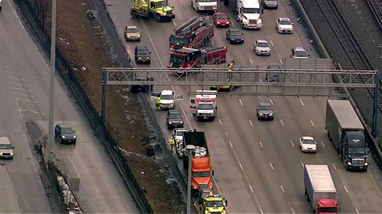 1 injured in crash involving semi on Dan Ryan near 87th