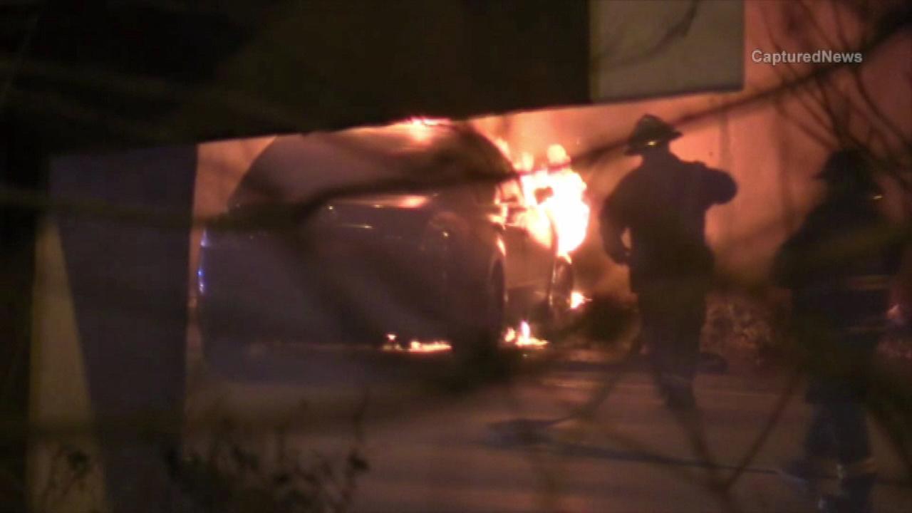 2 escape fiery car after Dan Ryan crash