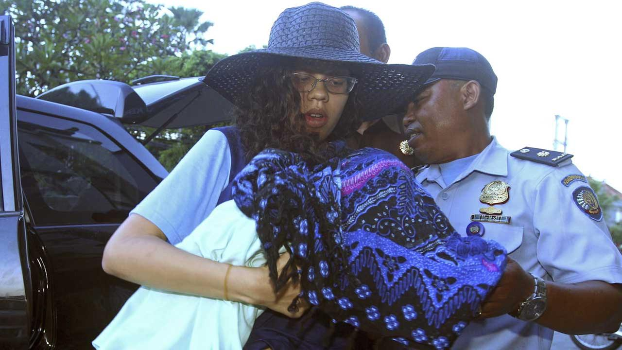 Heather Mack, left, from Chicago, Ill., holds her baby upon returning to a prison from a hospital in Bali, Indonesia, Monday, March 23, 2015.