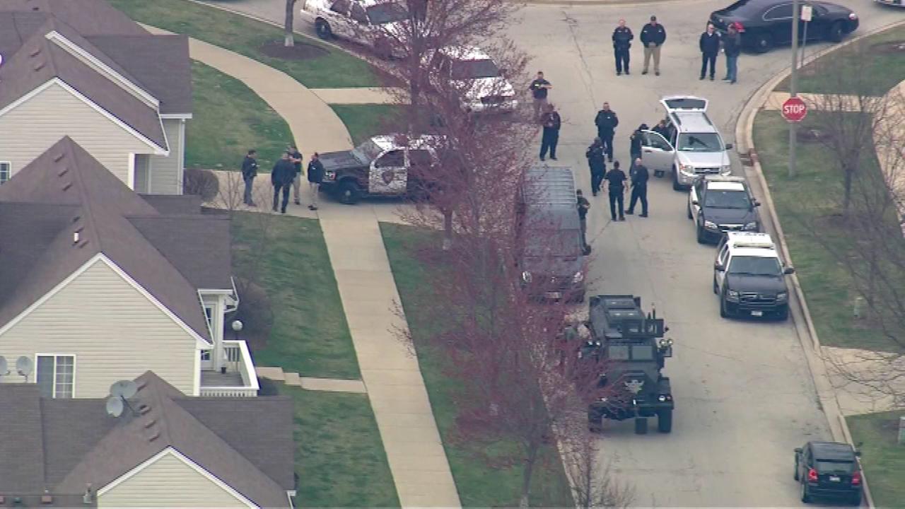 Man barricaded inside North Aurora home, police say