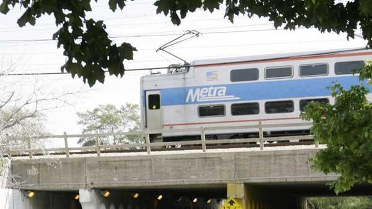 Metra prepares switches for winter weather