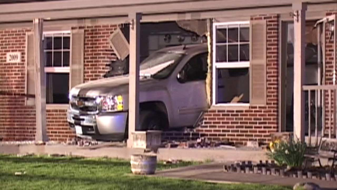 Car crashes into house in Lockport