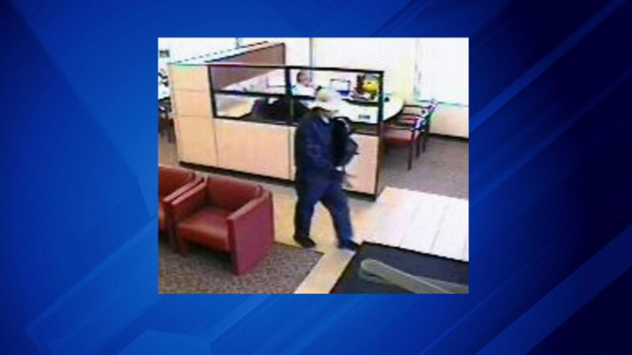 FBI searches for McHenry bank robbery suspect