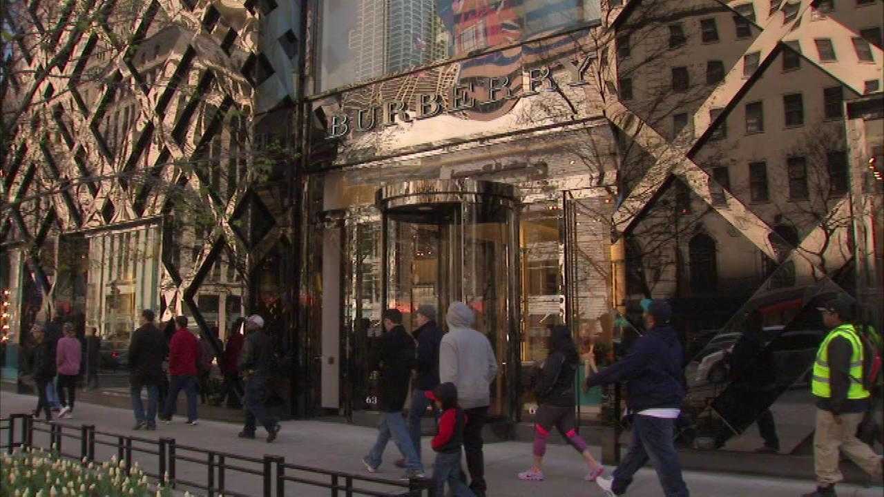 A high-end store on Chicagos Magnificent Mile was saved by its alarm bells early Sunday morning.