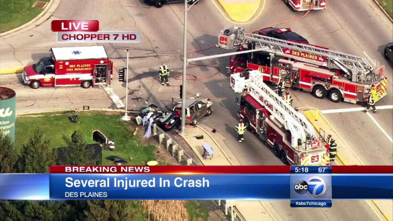 Officials: 4 injured in Des Plaines crash