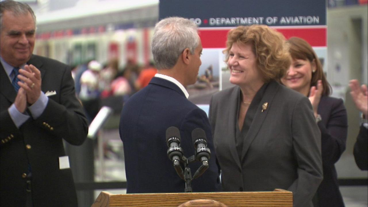 Mayor Rahm Emanuel introduces Ginger Evans as Chicagos new aviation commissioner at OHare International Airport in May 2015.