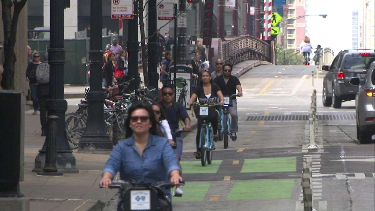 Chicago ranks 6th among bike-friendly cities
