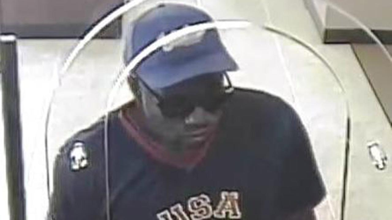FBI searching for suspect in Loop Chase Bank robbery