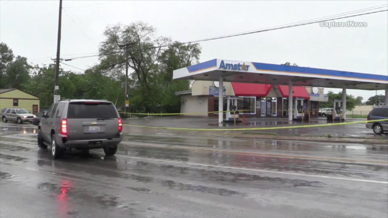 Teen dead, mother in critical condition after Harvey gas station shooting