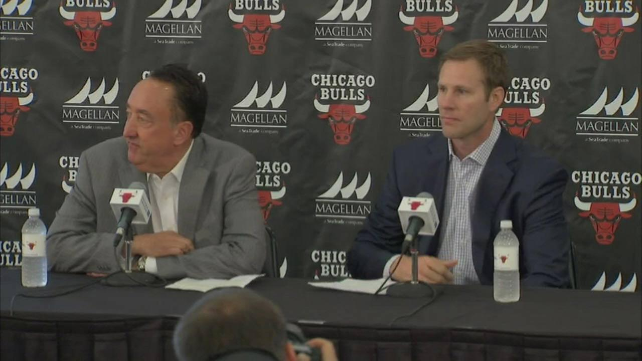Bulls General Manager Gar Forman and new head coach Fred Hoiberg at a news conference Tuesday.