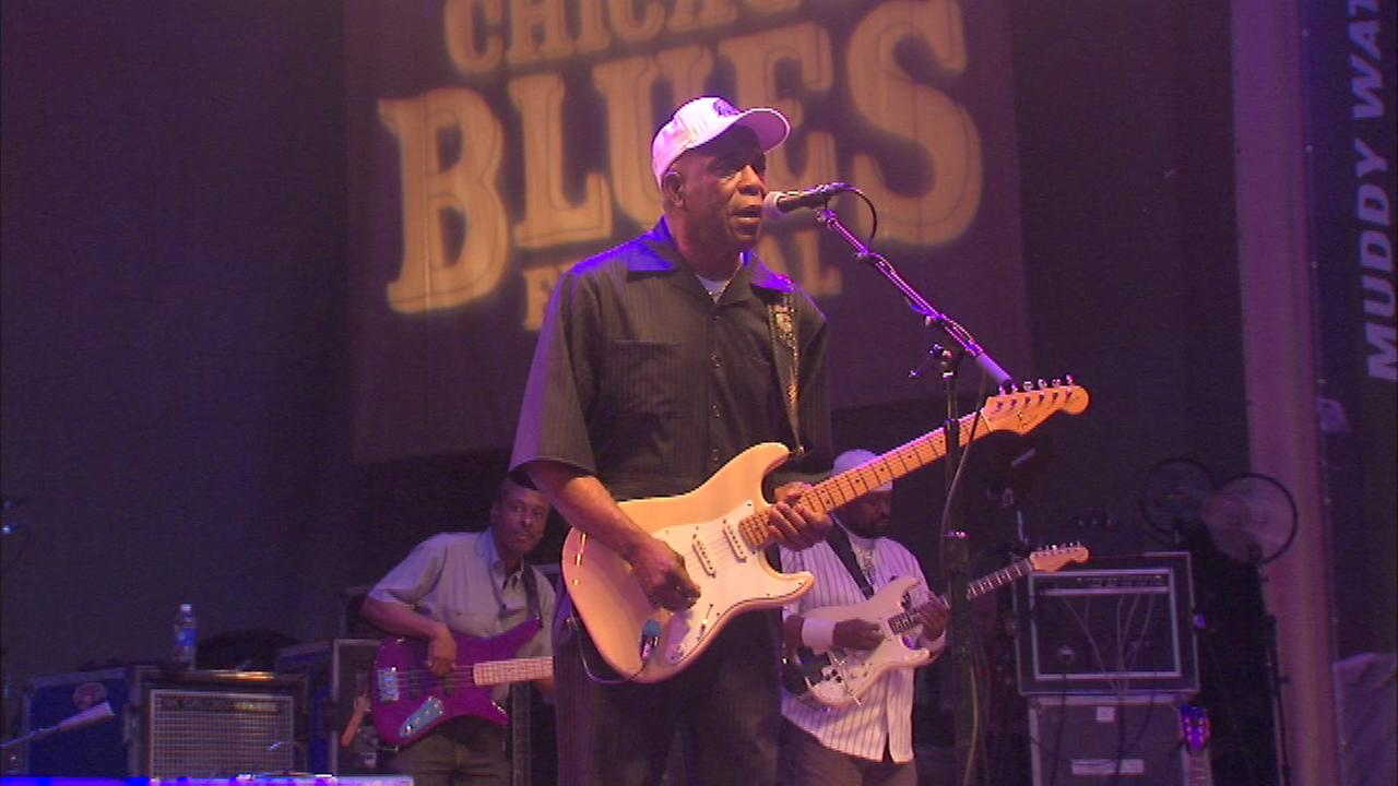 The sounds of the 32nd annual Chicago Blues Festival are attracting crowds in Grant Park.
