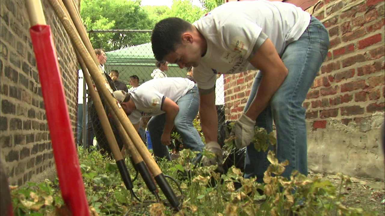 Groups clean, renovate Englewood shelter for homeless veterans