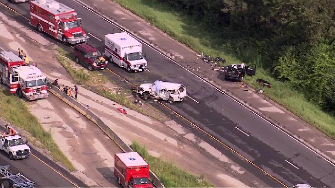 1 killed, 2 injured in I-80 crash near Joliet