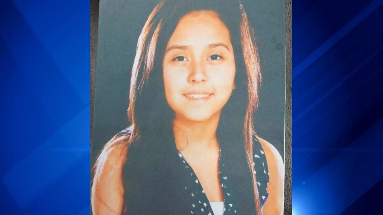 Paola Lazaro, 15