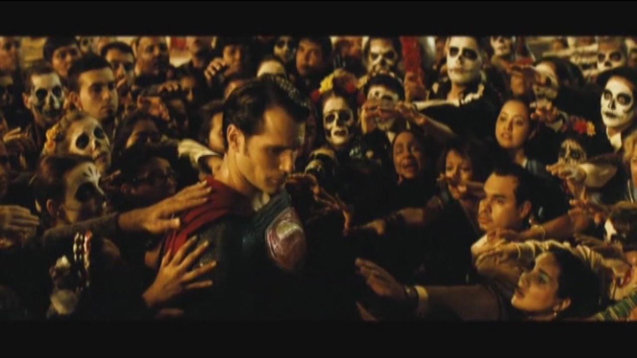 'Batman v Superman' trailer debuts at Comic-Con