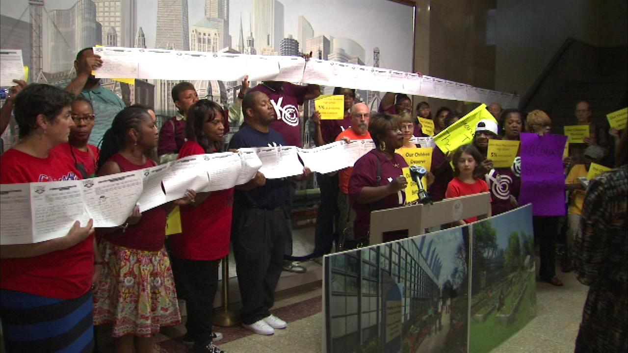 Protest to save Dyett High School held at City Hall