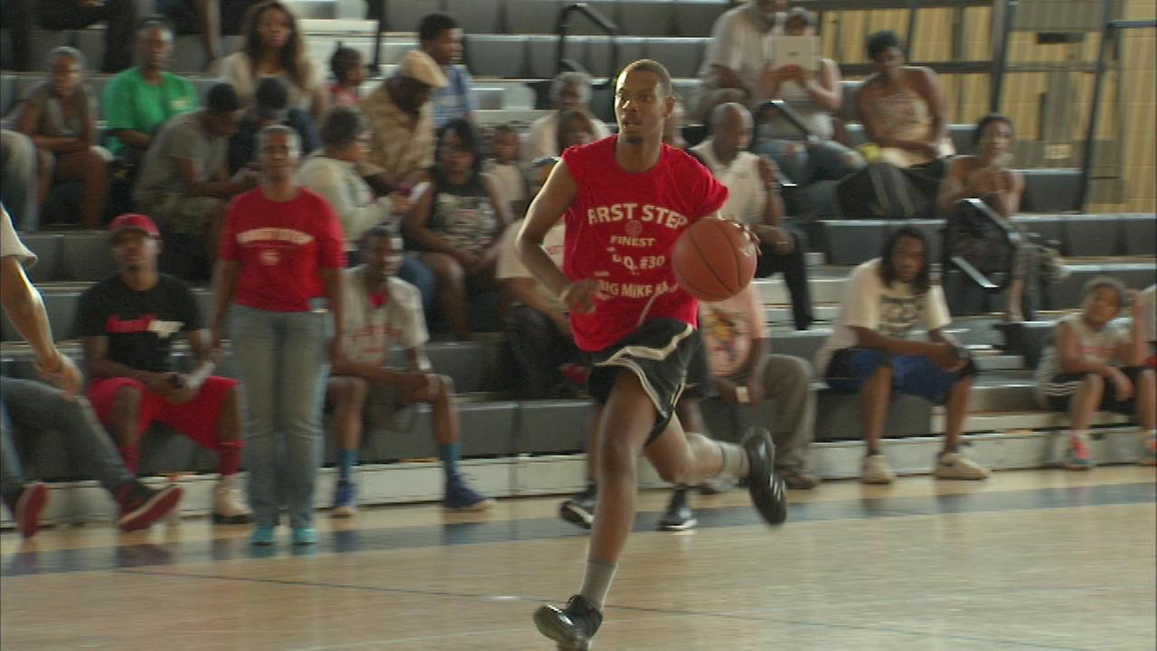 The First Step Foundation organized Friday nights basketball game to pay tribute to Michael Haynes and Dequarrius Cannon.