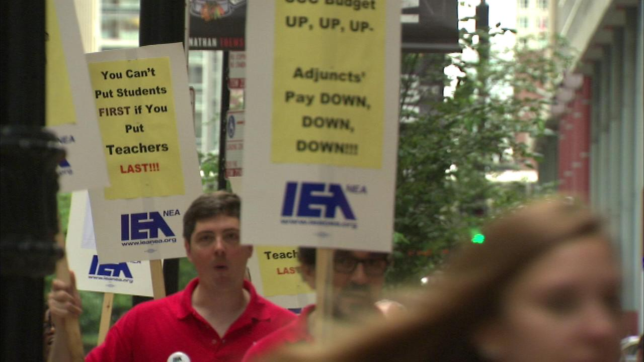 City Colleges part time faculty, librarians protest for pay raise