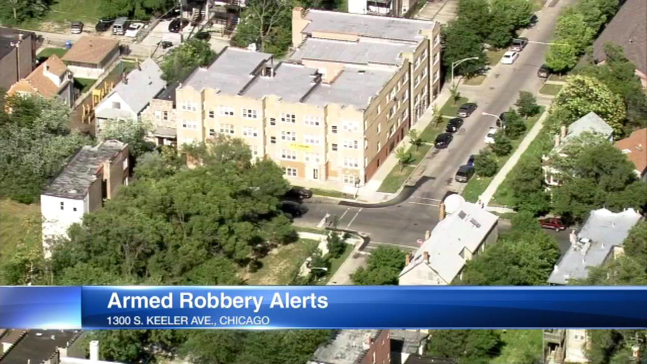 Armed thieves are targeting taxi drivers and food delivery drivers on the West Side of Chicago, according to a community alert from Chicago police.