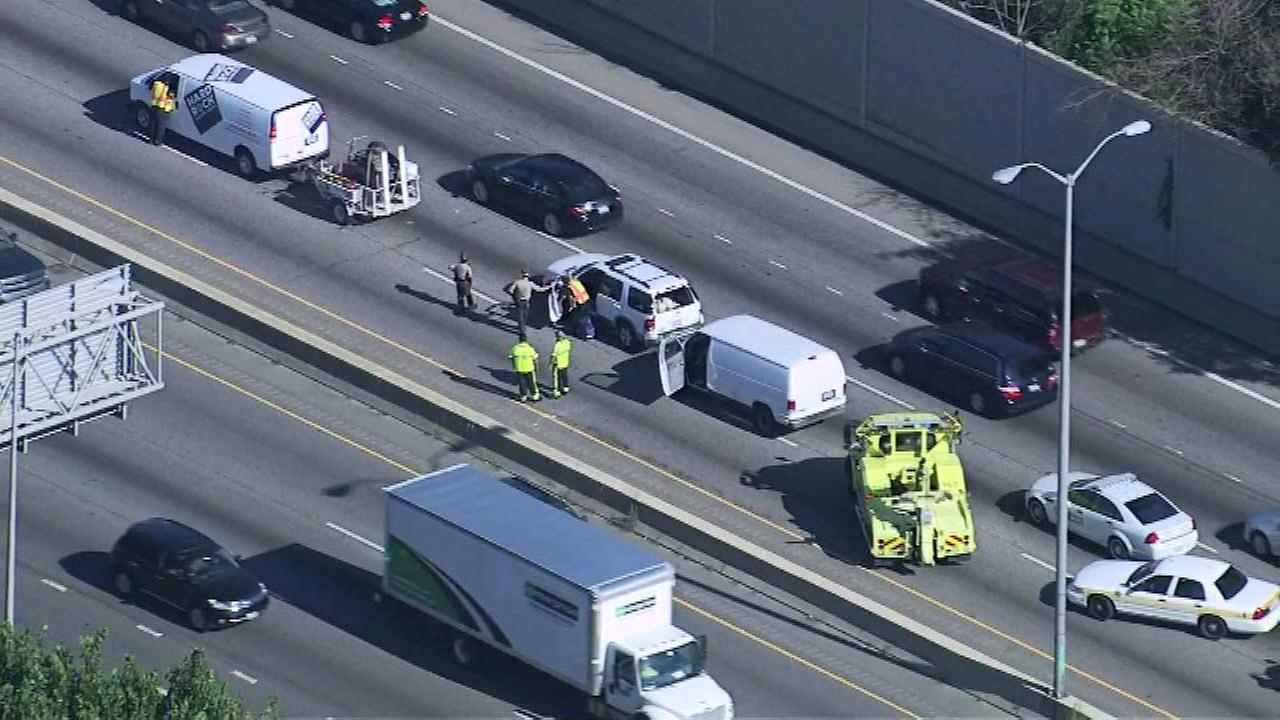 I-290 crash closes 2 inbound lanes near Broadview