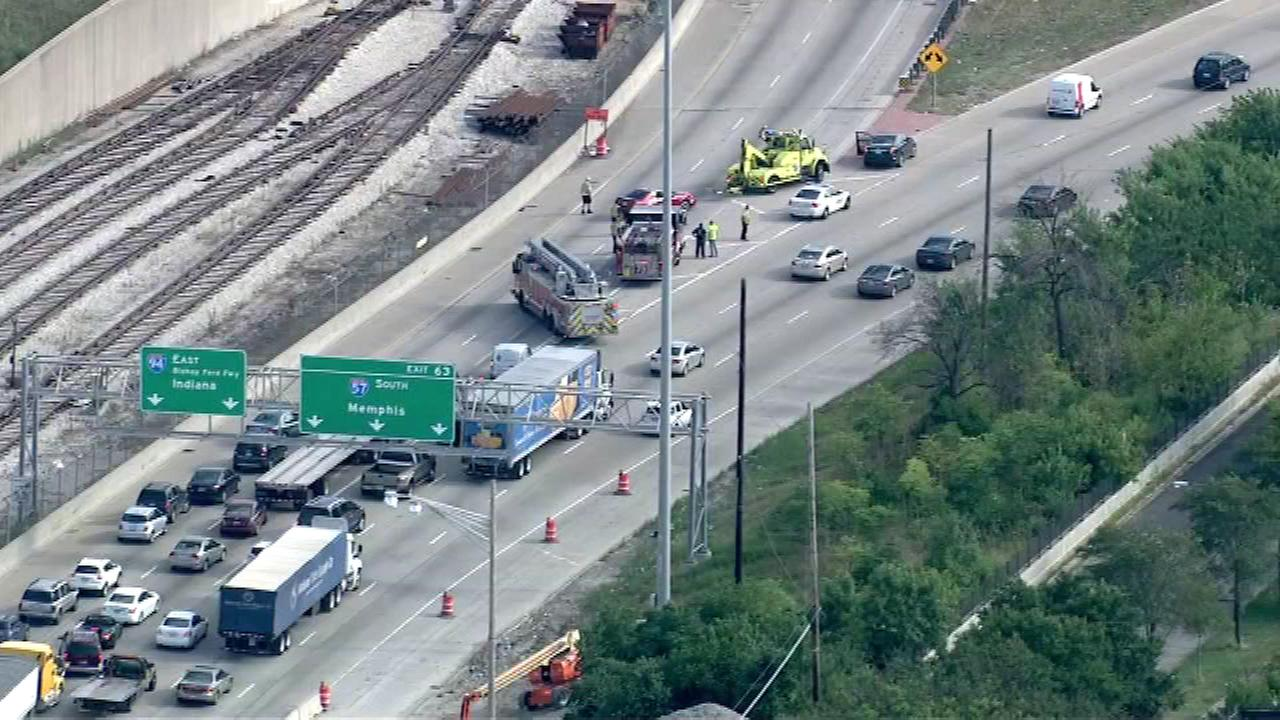 A rollover crash has shut down the two left lanes of the outbound Dan Ryan Expressway near 95th Street.