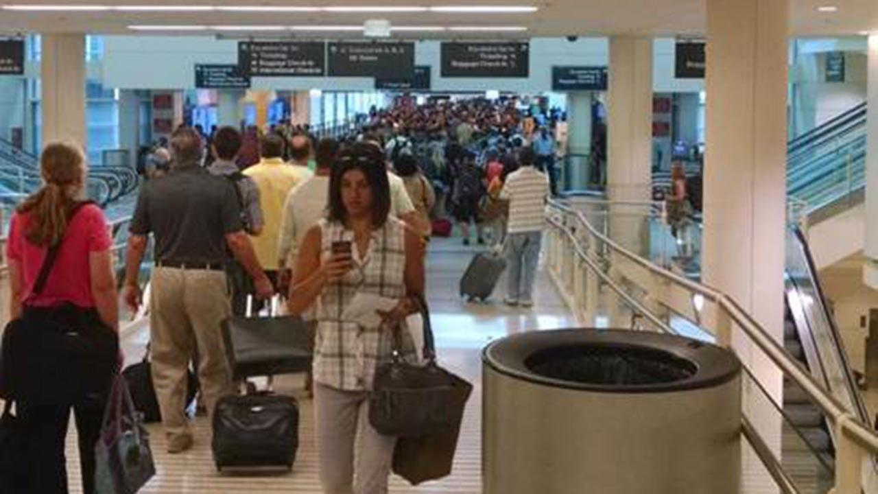 Long lines reported at Midway Airport security checkpoint