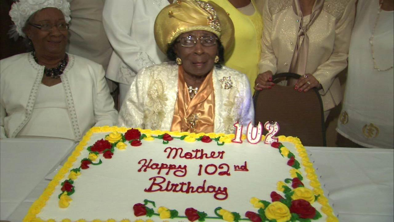 Oak Lawn woman celebrates 102nd birthday