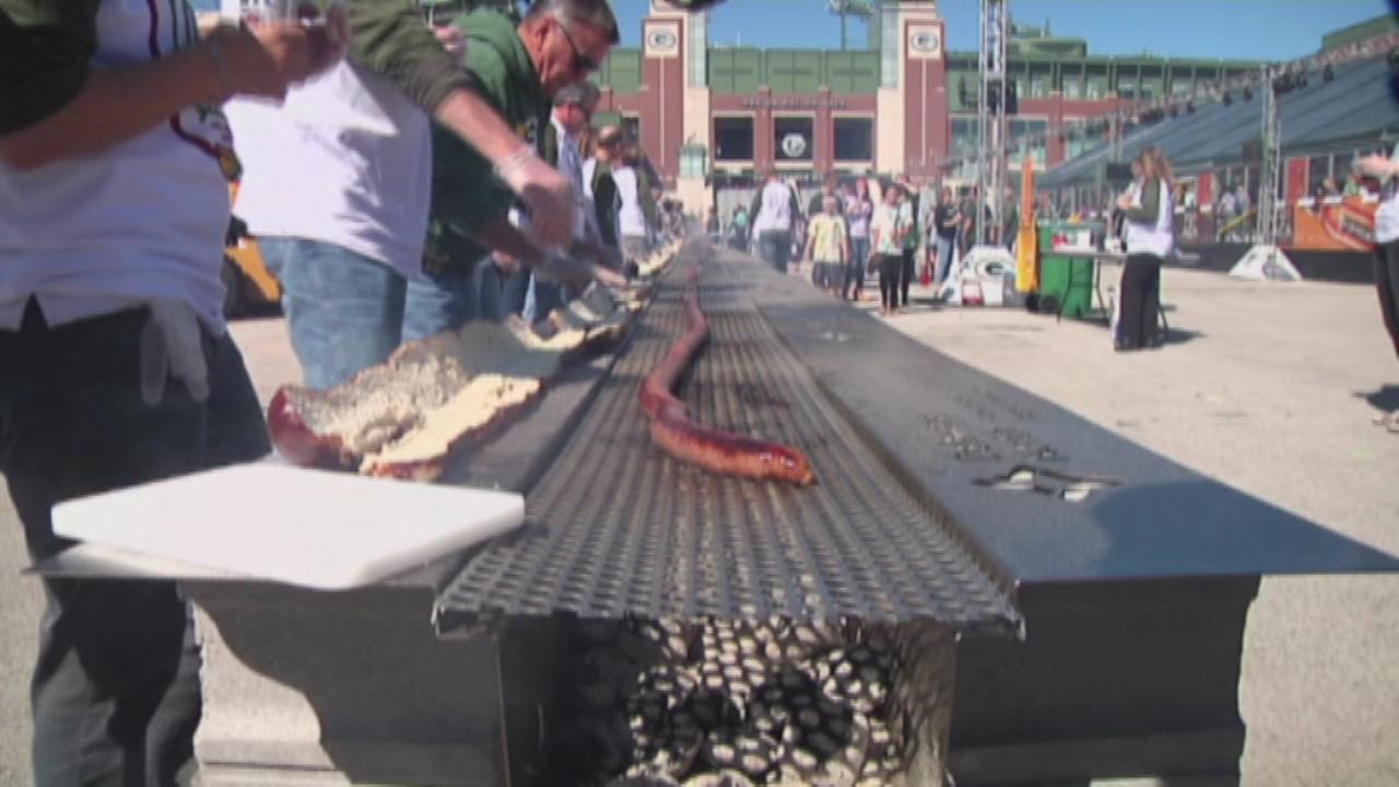 Lambeau Field can now officially be called the home of the worlds longest bratwurst.