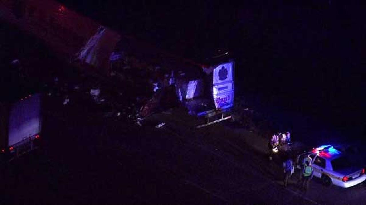 2 semis crash on eastbound I-80 near Minooka