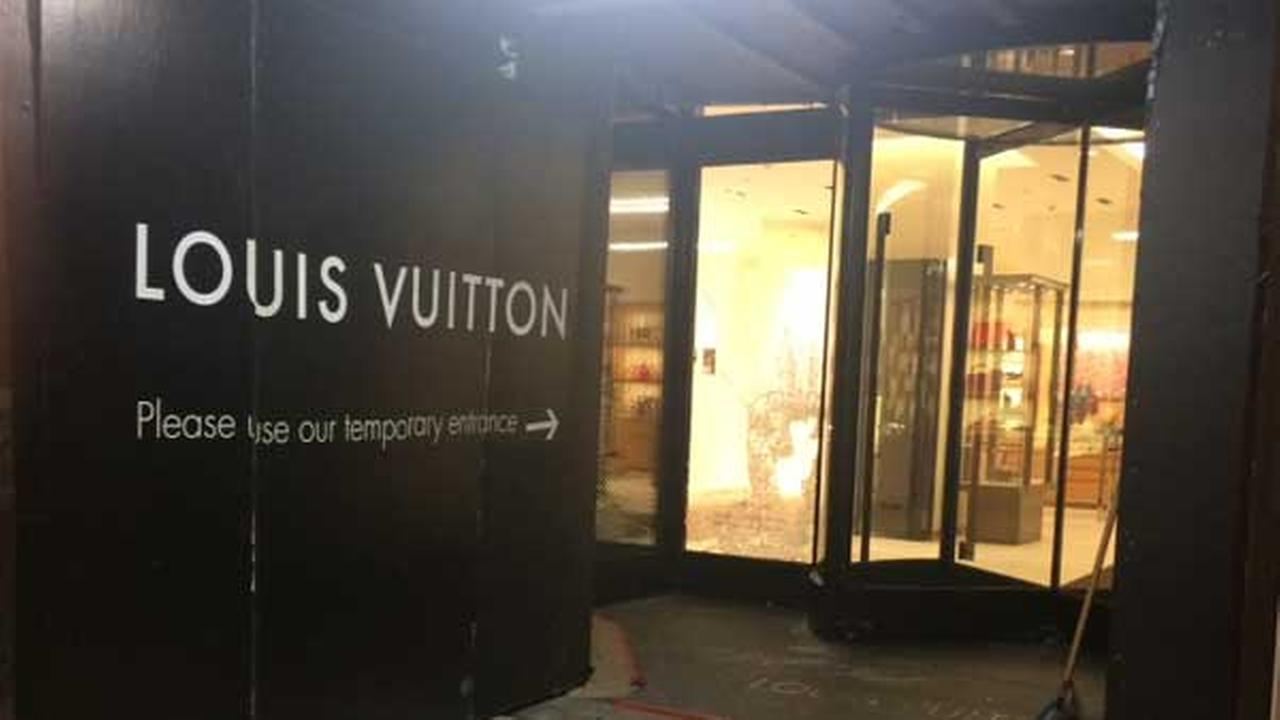 Two Men Smashed The Front Glass Of The Louis Vuitton Store On The  Magnificent Mile During