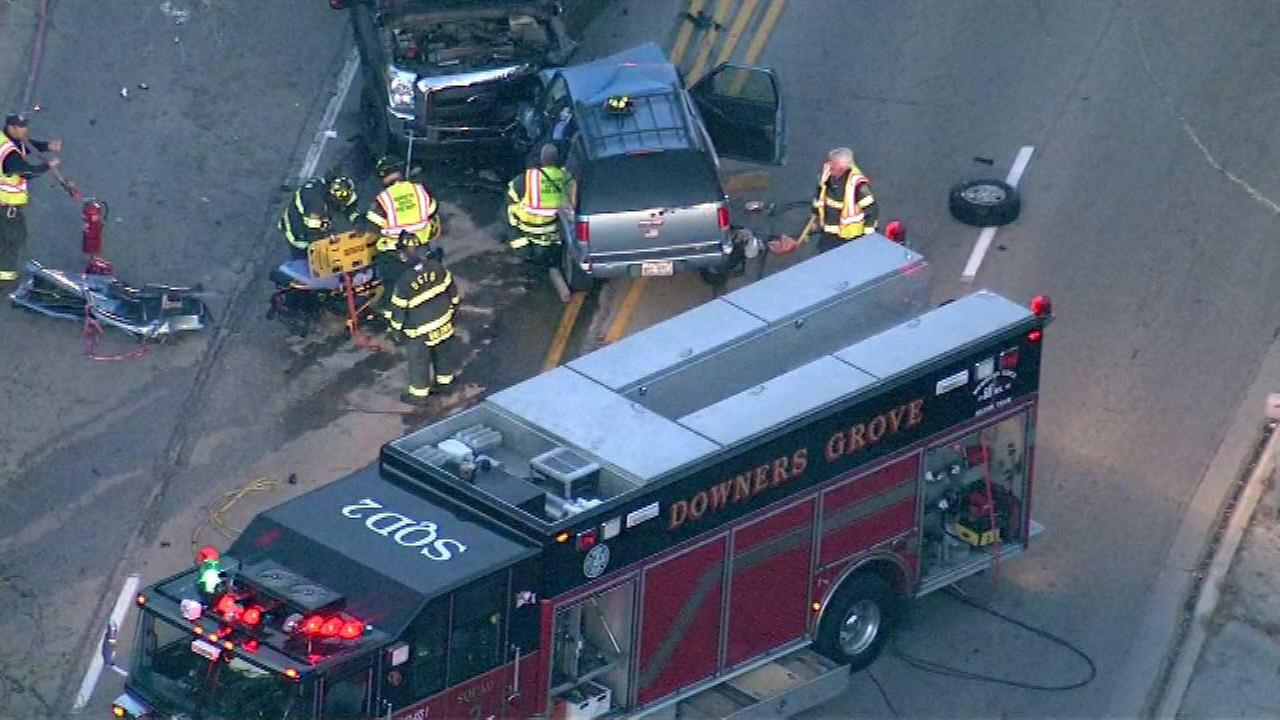 Downers Grove head-on crash closes Maple between Belmont, Lee