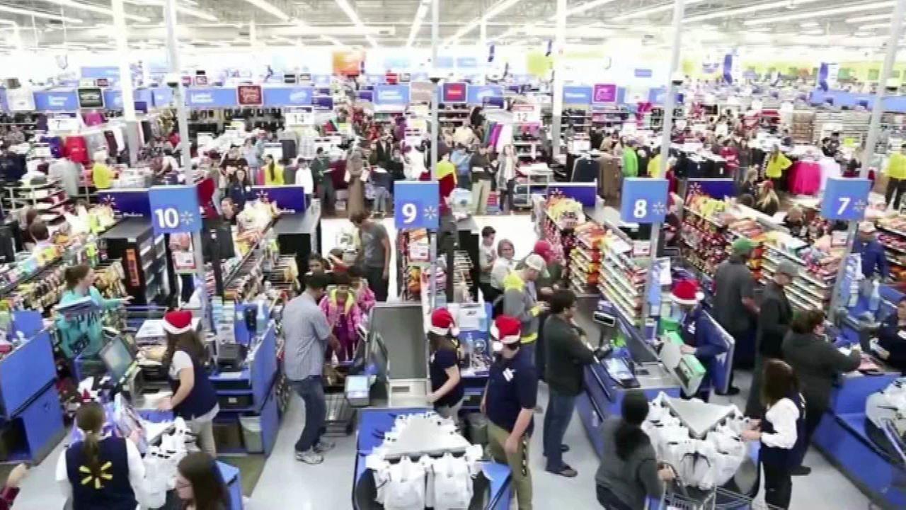 Stores expand hours for last-minute shoppers