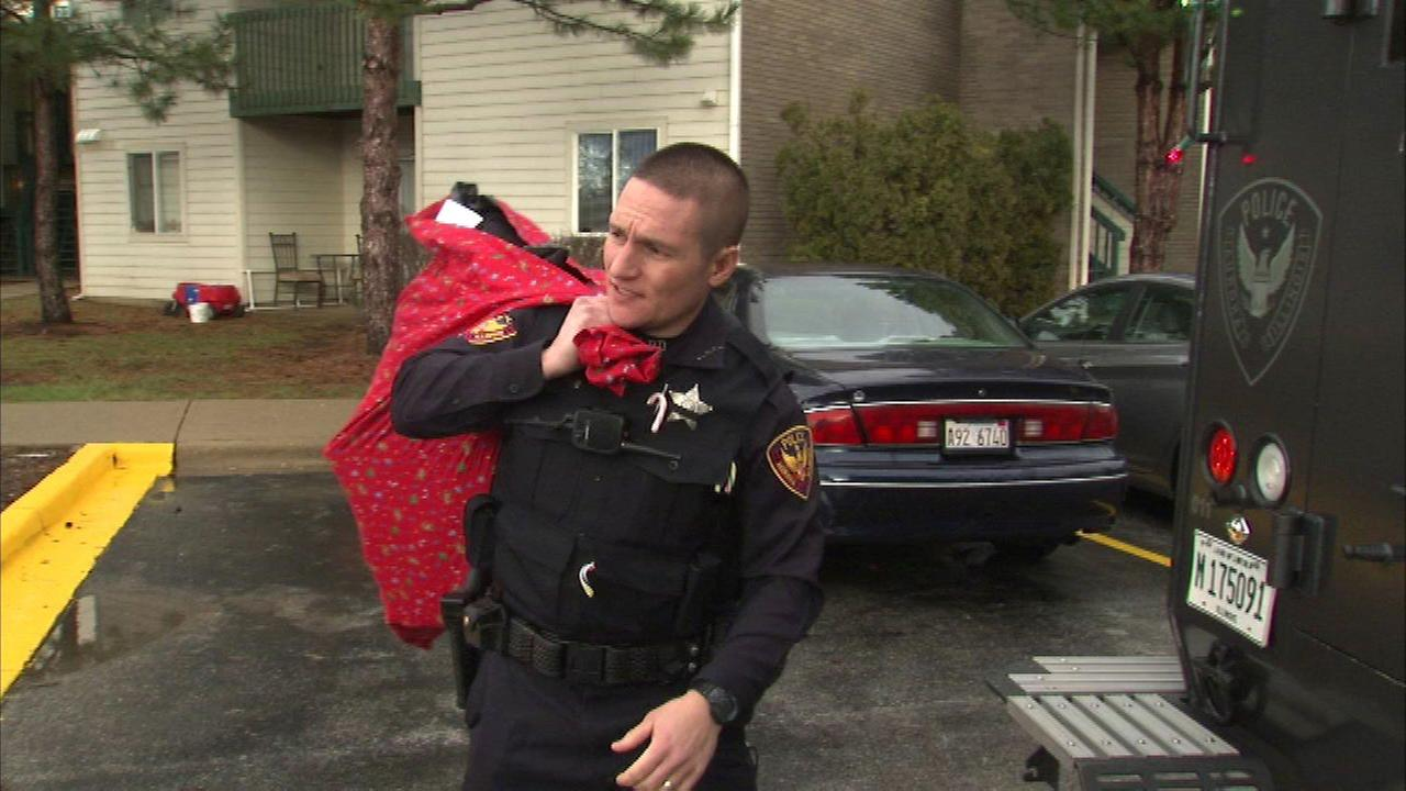 Aurora police deliver presents to area families