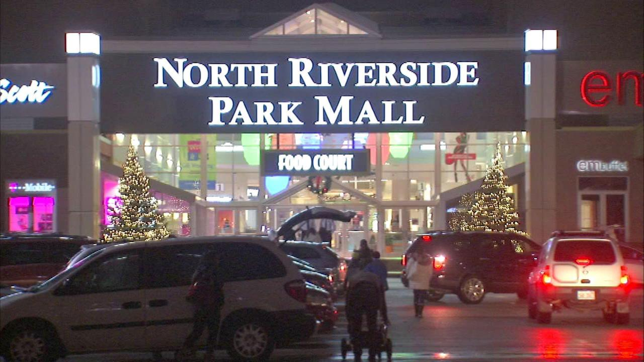 Fights close suburban mall during after-Christmas sale