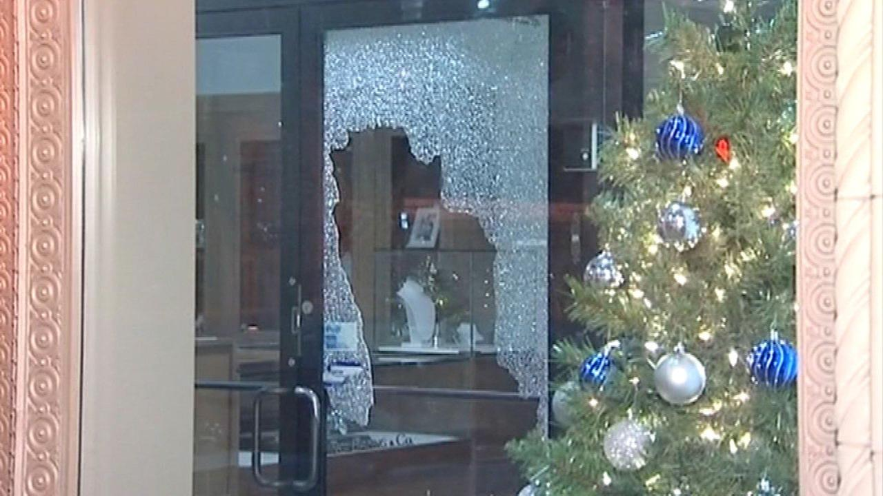 Burglars shattered the glass doors at a store on Chicagos Jewelers Row early Wednesday morning.