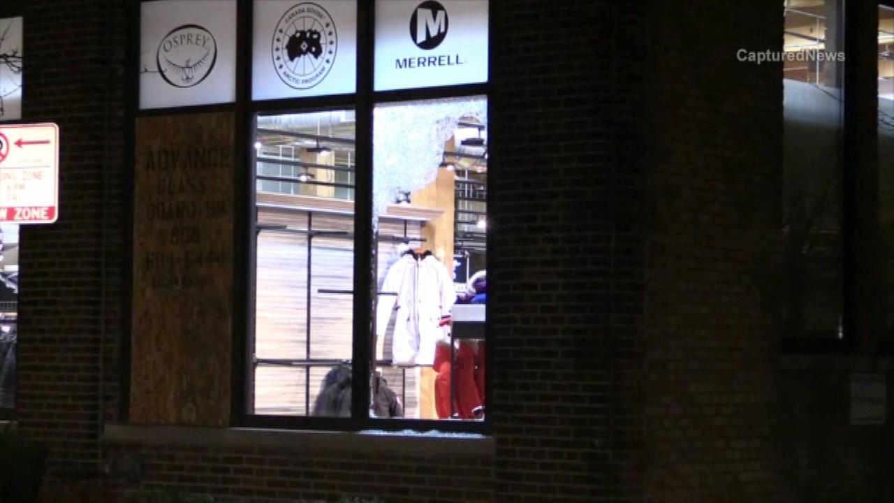Smash-and-grab burglars struck a store in Chicagos Lincoln Park neighborhood for the third time in two weeks.