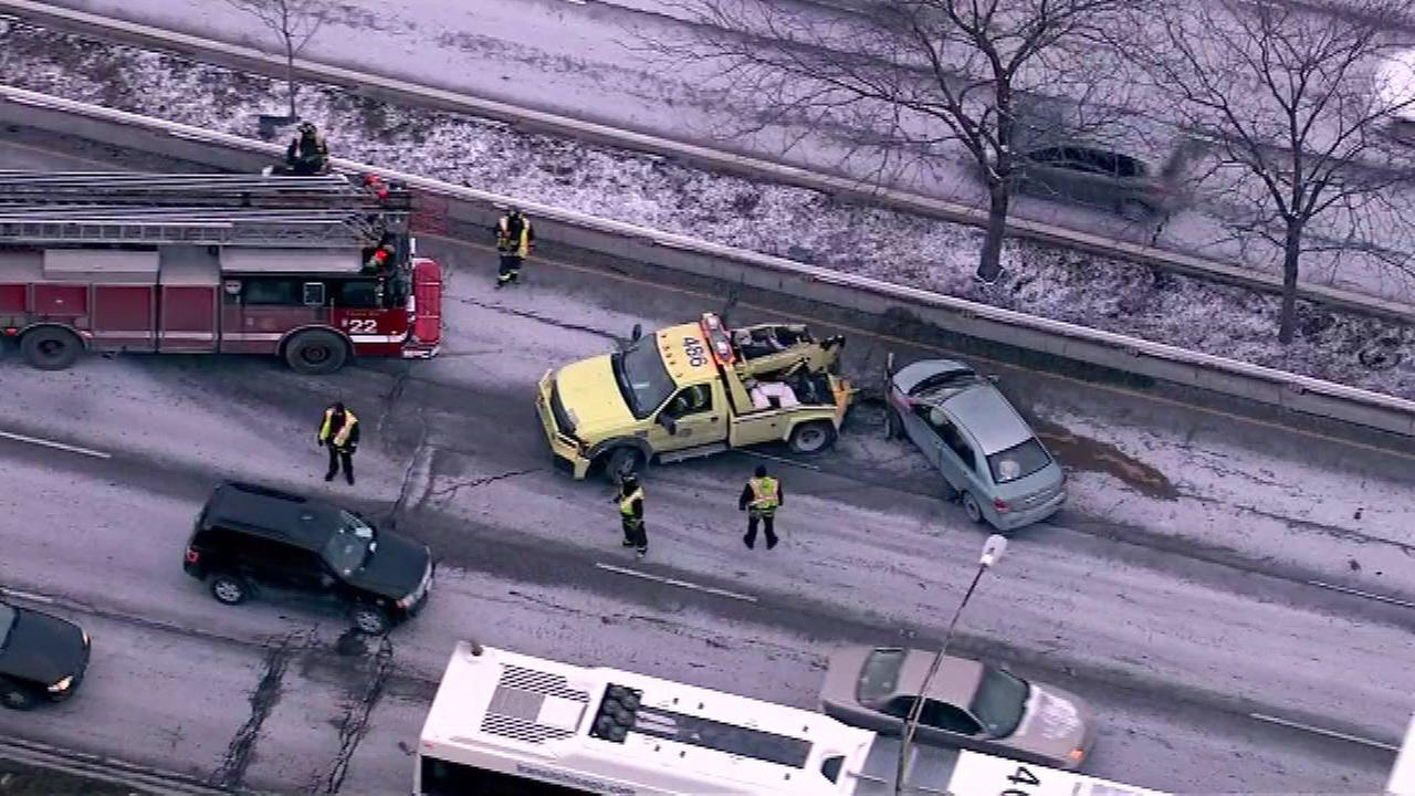 2 SB lanes of Lake Shore Drive reopen after crash at Montrose