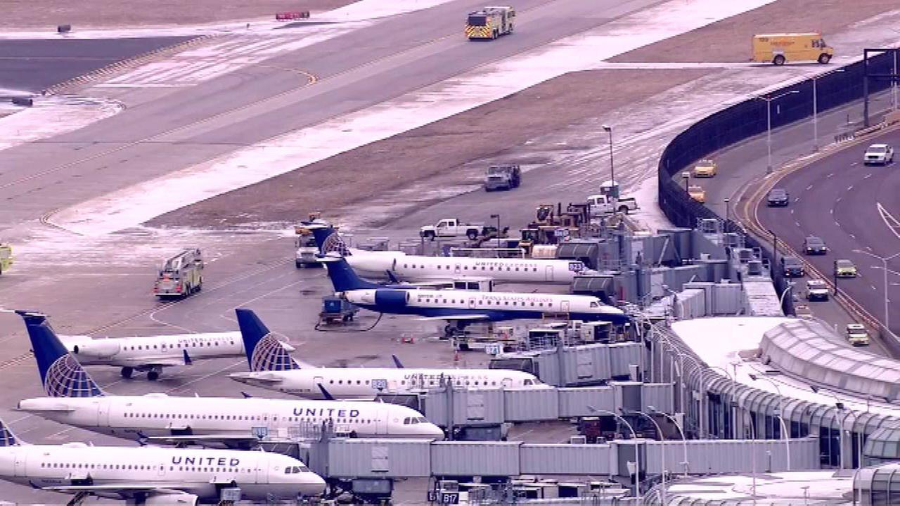 Report of smoke smell brings ExpressJet plane back to O'Hare after takeoff